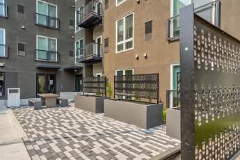 Courtyard, H16, 2