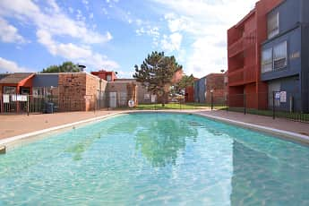 Pool, Midwest Pointe, 2