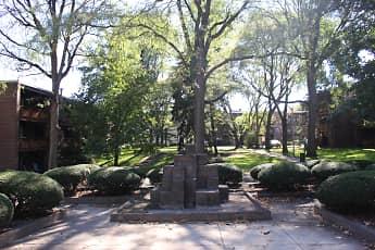 Trenton Square Apts, 2