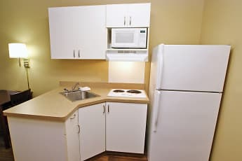 Kitchen, Furnished Studio - Providence - West Warwick, 1