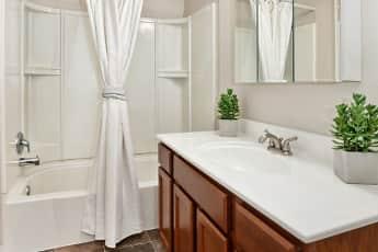 Bathroom, Kingsrow Apartment Homes, 2
