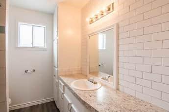 Bathroom, Las Plazas, 2