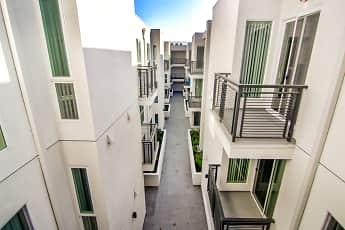 Courtyard, Lido Apartments at 4847 Oakwood, 1