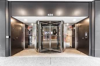 Kaufmann's Grand on Fifth Avenue, 2