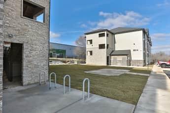Building, Northgate Apartments, 2