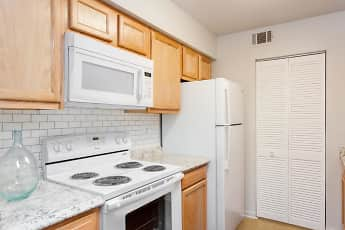 Kitchen, Summit Chase Townhomes & Apartment Homes, 0