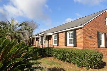 Building, Pine Crest, 0