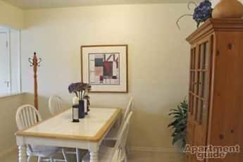Dining Room, Williamsburg East Apartments, 1