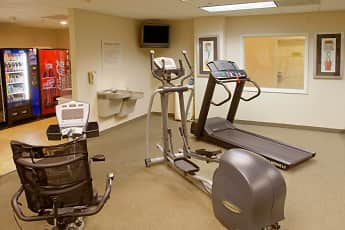 Fitness Weight Room, Furnished Studio - Bakersfield - Chester Lane, 2