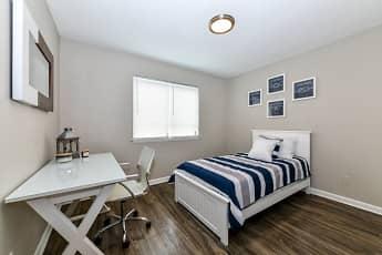 Bedroom, 2800 Capital Square, 2