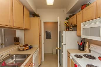 Kitchen, High Pointe Apartments, 2