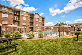 Pool, The Reserve Apartments & Townhomes, 2