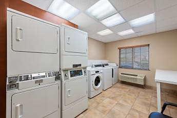 Storage Room, Furnished Studio - Houston - IAH Airport, 2
