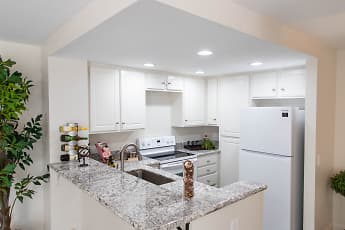 Kitchen, Ridgeline Apartments, 1