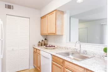 Kitchen, Summit Chase Townhomes & Apartment Homes, 1