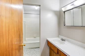 Bathroom, Colonial Gardens Apartments, 2