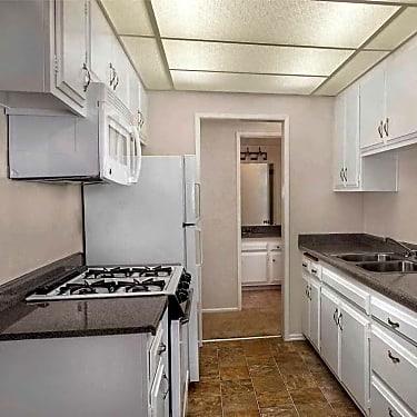 Los Arbolitos Apartments - 555 S  Argyle | Fresno, CA Apartments for