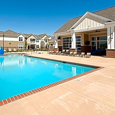Springs At South Broadway - 560 28th St SW | Rochester, MN