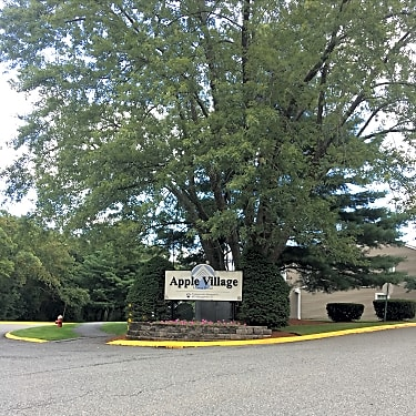 Apple Village 600 Manor Rd Beverly Ma Apartments For Rent Rent Com