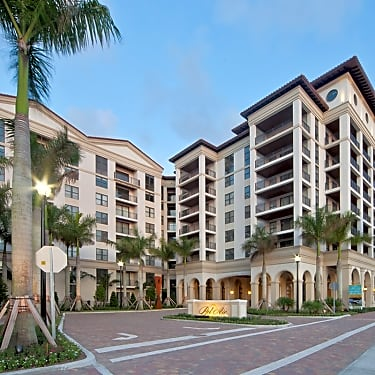 Windsor at Doral - 4401 NW 87th St | Doral, FL Apartments