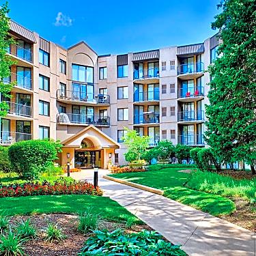 Elm Creek Apartments And Townhomes 1 Elm Creek Dr Elmhurst Il Apartments For Rent Rent Com