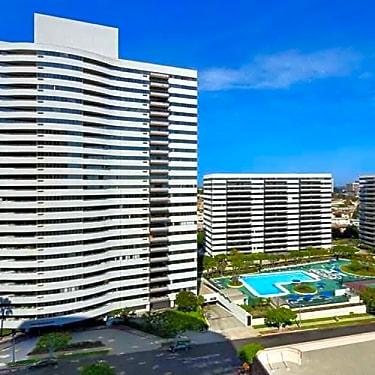 Barrington Plaza 11740 Wilshire Blvd Los Angeles Ca Apartments For Rent Rent Com