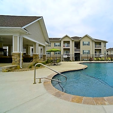 Celtic Crossing - 1200 Belfast Drive | Saint Peters, MO Apartments