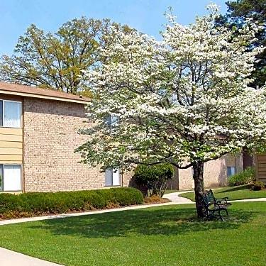 Treetop Apartment Homes - 910 Greenleaf Drive Apt C