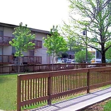 Eagles Nest Apartments 1400 North 38th Street Kansas City Ks