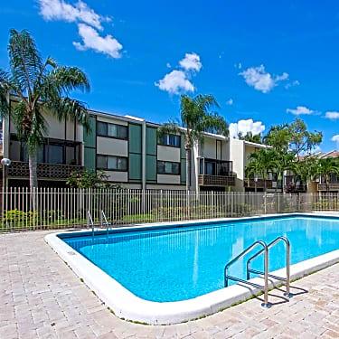 Fairways Of Inverrary 4200 Inverrary Blvd Lauderhill Fl Apartments For Rent Rent Com