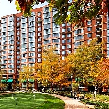 The Meridian at Courthouse Commons - 1401 North Taft Street ...