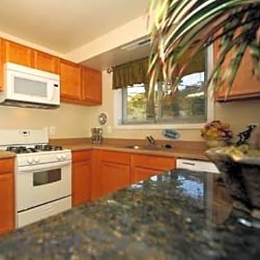 Beacon Hill Apartments 3100 Southgate Dr Alexandria Va Apartments For Rent Rent Com
