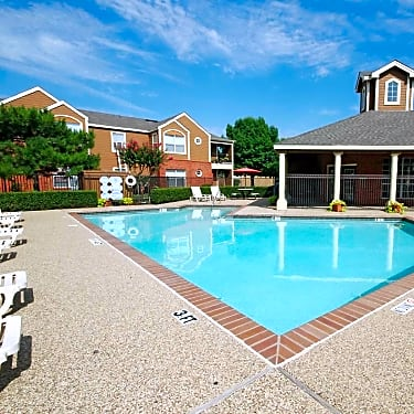 Country Park - 1606 East Mckinney Street | Denton, TX Apartments for