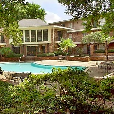 . Clearmont Apartments   2220 Cleary Avenue   Metairie  LA Apartments