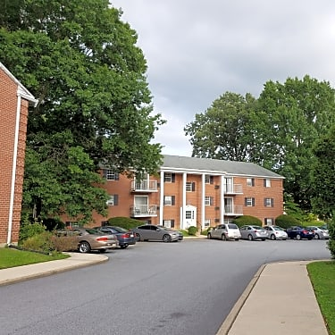 Carriage House Apartments 20 Bishop Hollow Rd Newtown