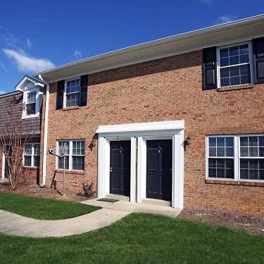The Arbors 1007 Pineland Street Greensboro Nc Apartments For