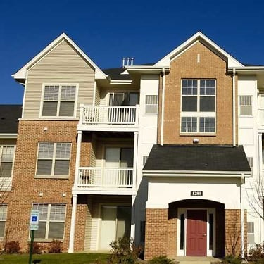 Coventry Glen At Valley Lakes 1399 Coventry Glen Drive Round Lake Il Apartments For Rent Rent Com