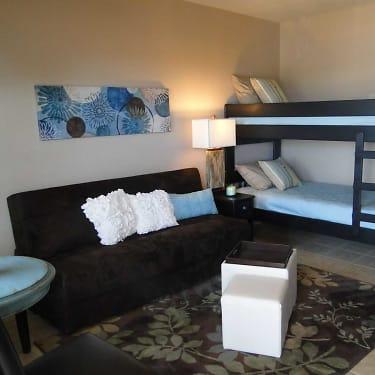 Lion\'s Den Efficiency Apartments