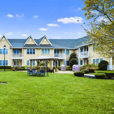 Royal Pines At Marlboro 362 Route 9 North Marlboro Nj Apartments For Rent Rent Com