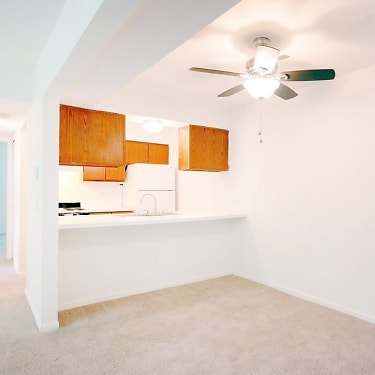 Ashton Pines 1049 N Oakland Blvd Waterford Mi Apartments For Rent Rent Com