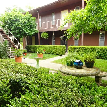 Green Acres Short Term Rentals 300 Alyce Place Long Beach Ms