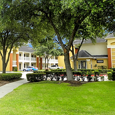 Veranda At Centerfield 7700 Willowchase Houston Tx Apartments