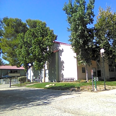 The Willows 1608 West Avenue K 8 Lancaster Ca Apartments For