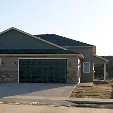 Creekstone Twin Homes 2654 Dakota Blvd Dickinson Nd Apartments