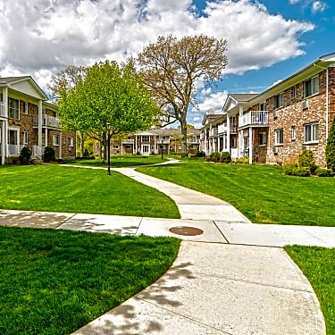 New Village 1 Village Green Patchogue Ny Apartments For Rent