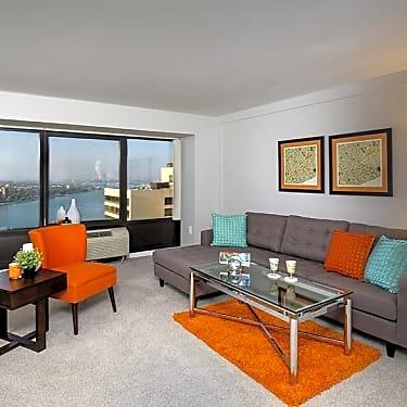 Riverfront Towers 250 Riverfront Drive Detroit Mi Apartments