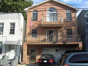 20 Whitman Ave 1.JPG