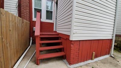 Stairs to backyard..jpg