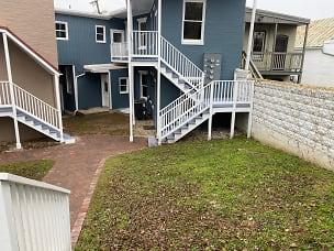 Courtyard2.jpg
