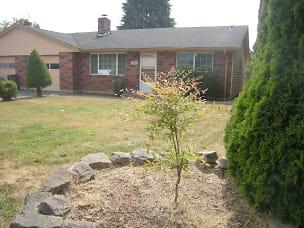 R40A-Front yard.jpg